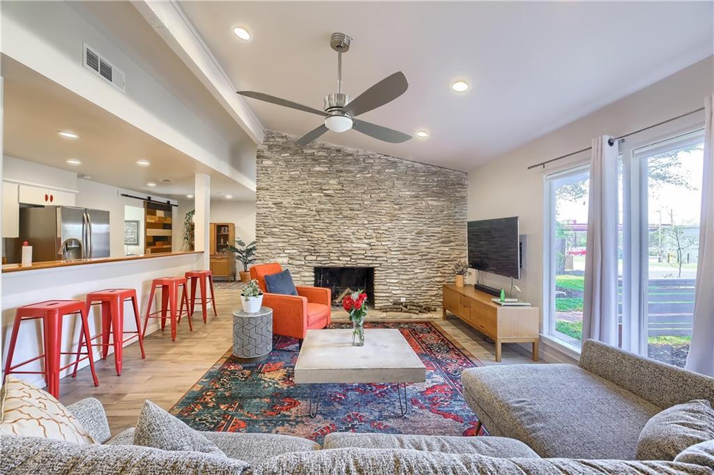 2004 Matthews LN Property Photo - Austin, TX real estate listing