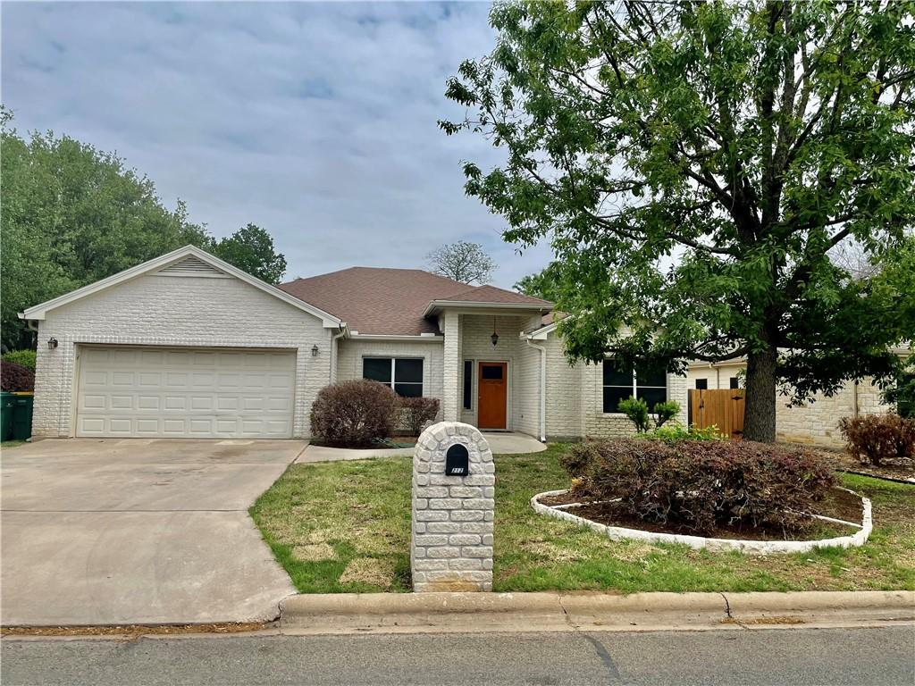 212 Firestone DR Property Photo - Meadowlakes, TX real estate listing