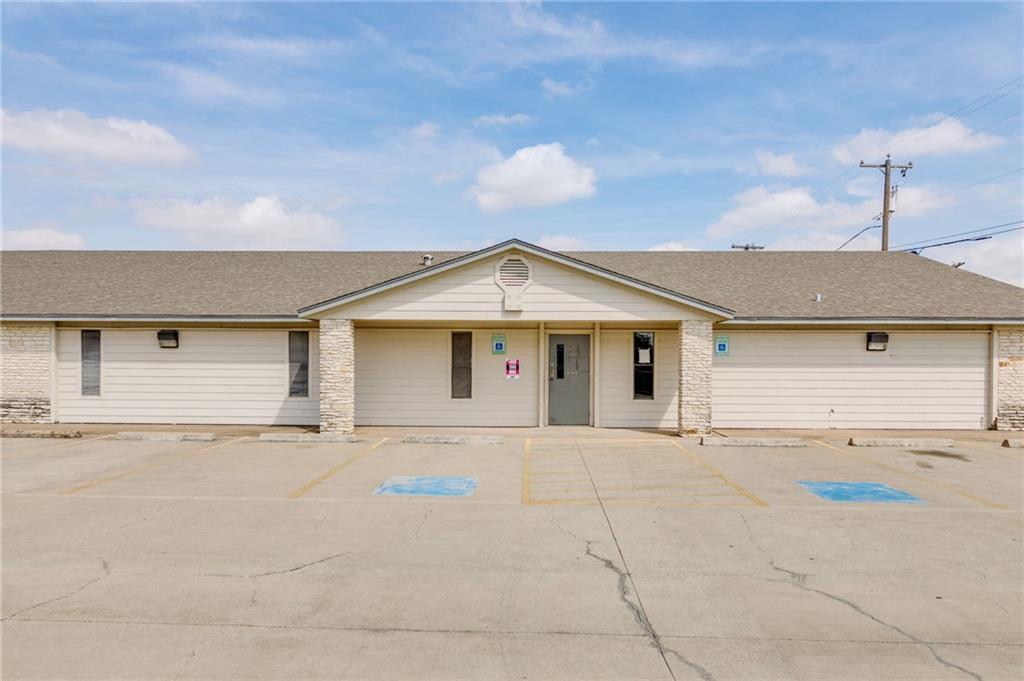 301 Highland DR, Taylor TX 76574 Property Photo