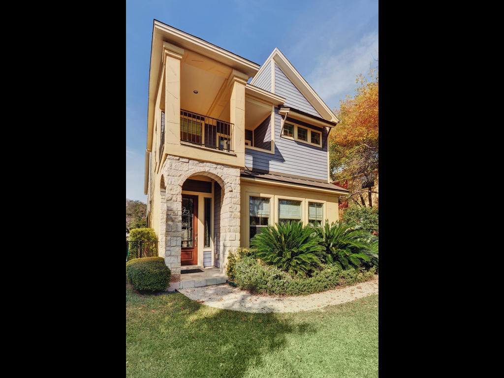 712 Meriden Condo Real Estate Listings Main Image