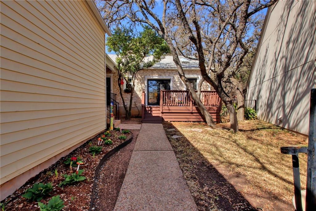 6904 Dogwood HOLW Property Photo - Austin, TX real estate listing
