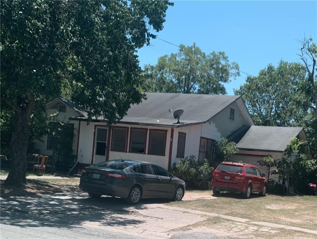 111 N Cedar Ave Property Photo 1
