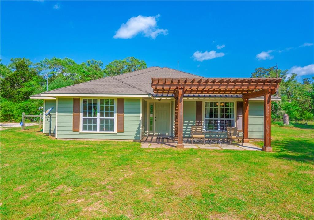 1067 County Rd B Property Photo - Lexington, TX real estate listing