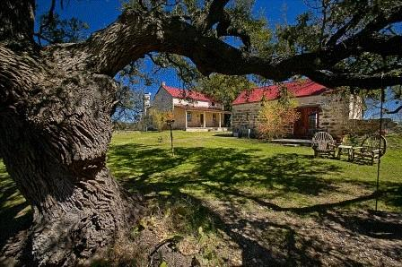457 Bob Moritz DR NW Property Photo - Fredericksburg, TX real estate listing