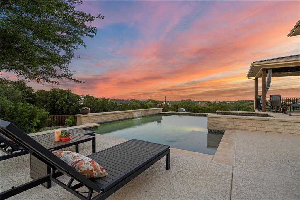 102 Kaden WAY Property Photo - Lakeway, TX real estate listing