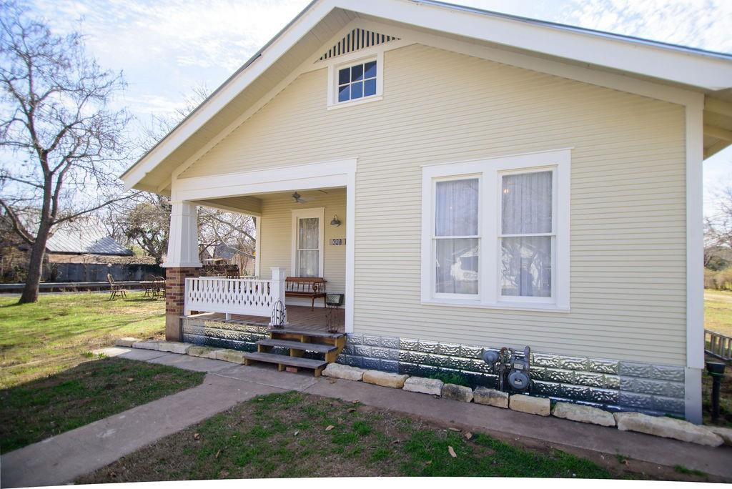601 W Peach ST Property Photo - Fredericksburg, TX real estate listing