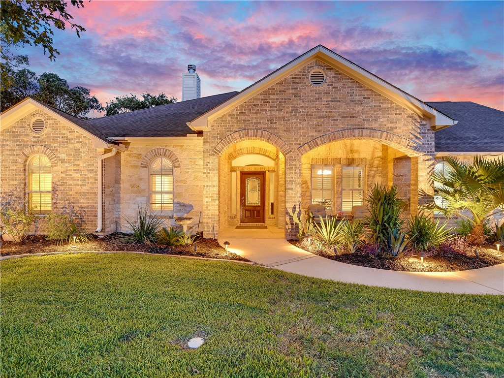 137 Valley View Dr, Bastrop Tx 78602 Property Photo