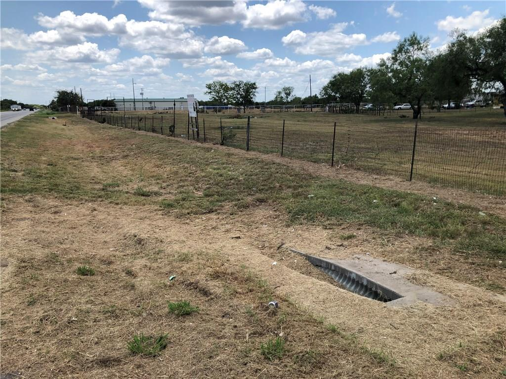 2052 Bridle Path RD Property Photo - Luling, TX real estate listing