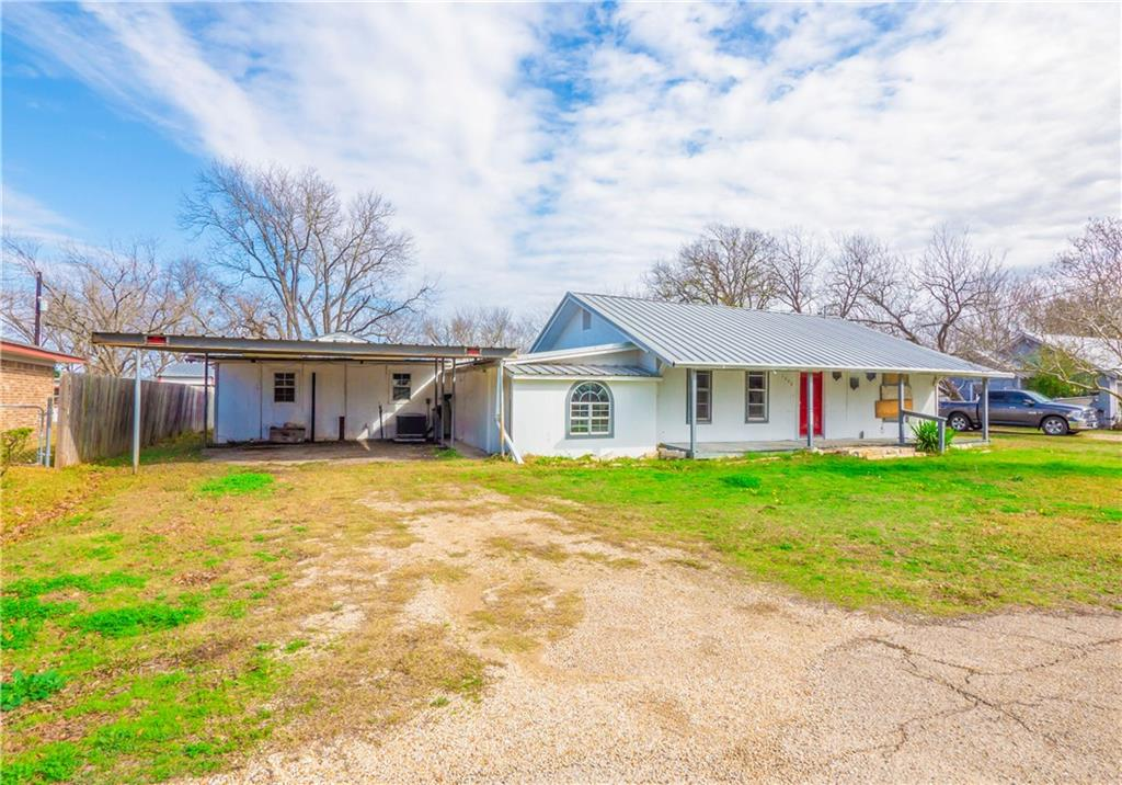 1226 W Clark ST Property Photo - Bartlett, TX real estate listing