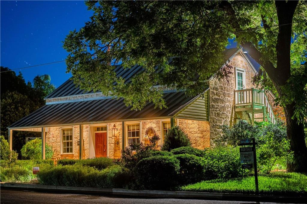 108 N Acorn ST, Fredericksburg TX 78624 Property Photo - Fredericksburg, TX real estate listing