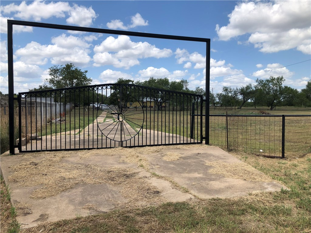 2023 N Magnolia AVE, Luling TX 78648 Property Photo - Luling, TX real estate listing