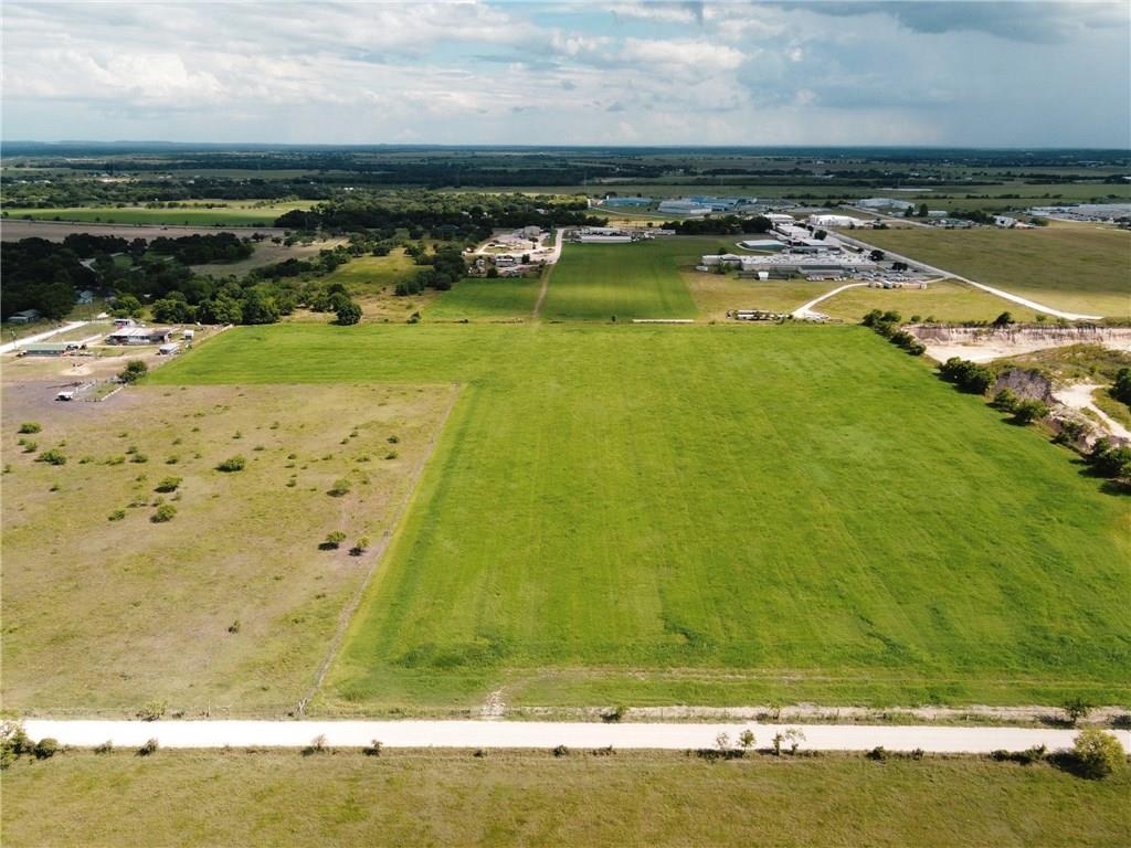 1400 Lovers LN Property Photo - Lockhart, TX real estate listing