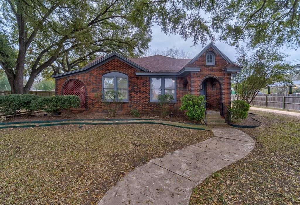 930 E Pierce ST, Luling TX 78648 Property Photo