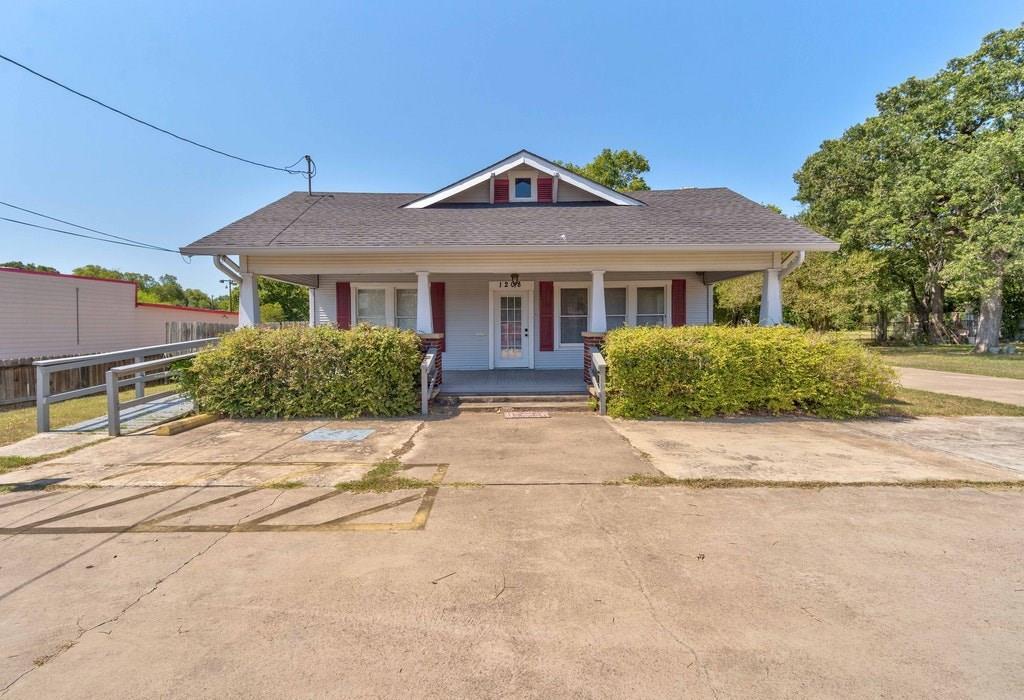 1208 E Pierce St Property Photo 1
