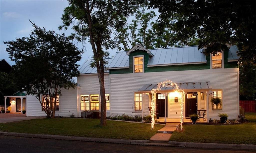 403 N Pecan ST Property Photo - Fredericksburg, TX real estate listing