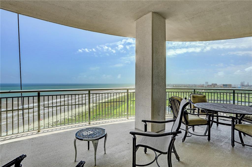 801 E Beach Dr Property Photo