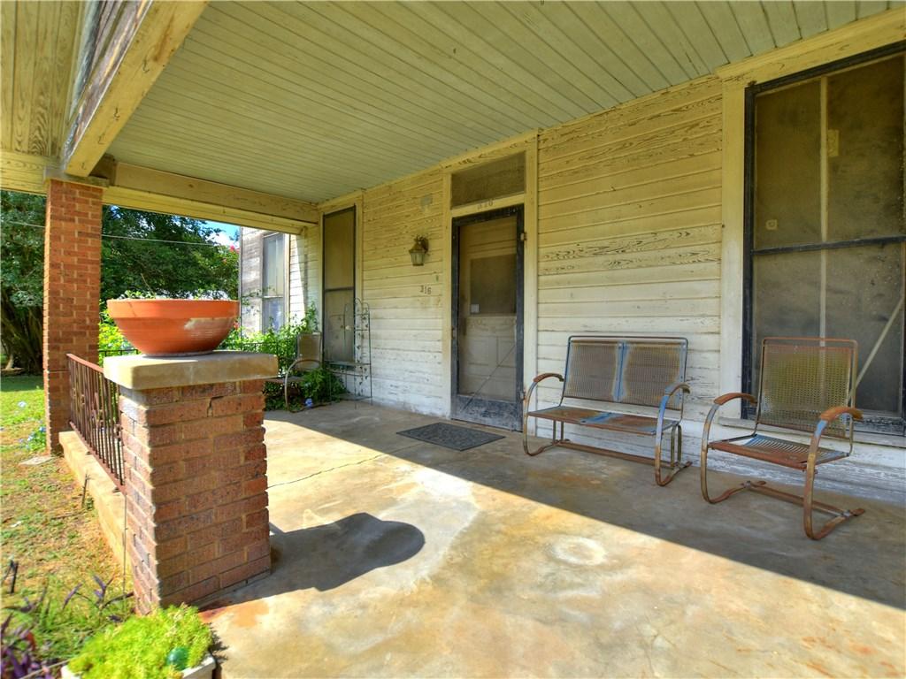 316 S Avenue C, Elgin TX 78621 Property Photo - Elgin, TX real estate listing