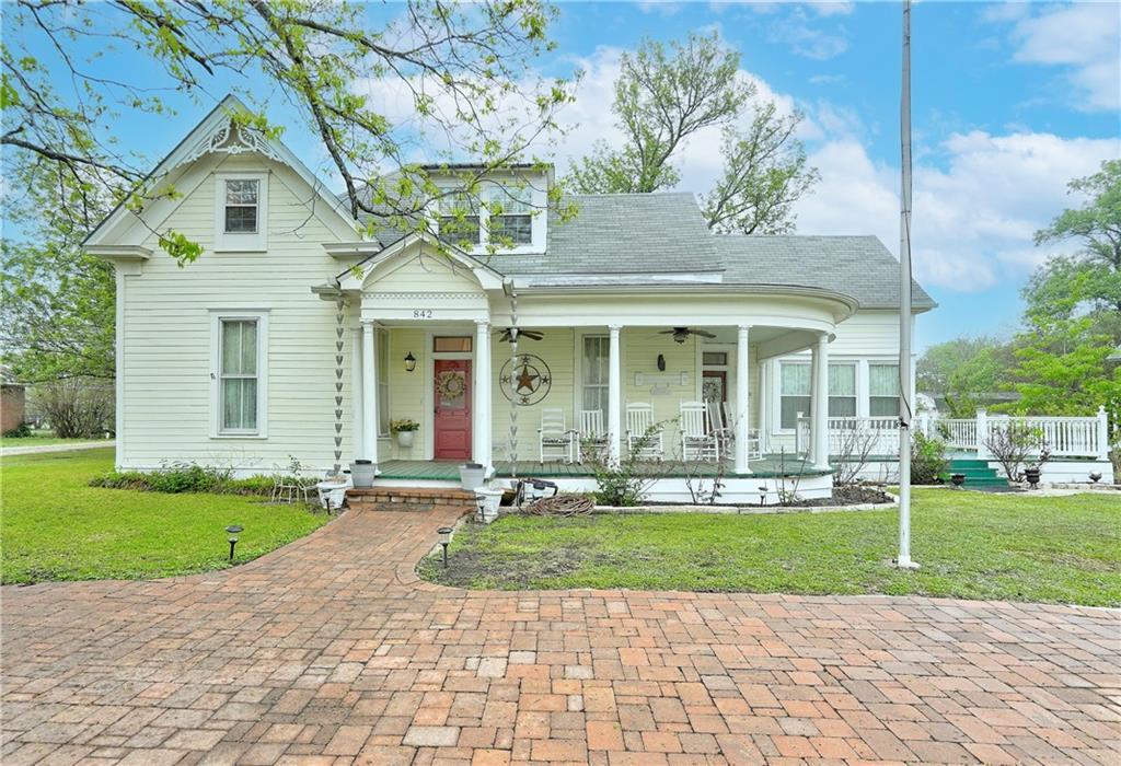 842 W Clark ST Property Photo - Bartlett, TX real estate listing