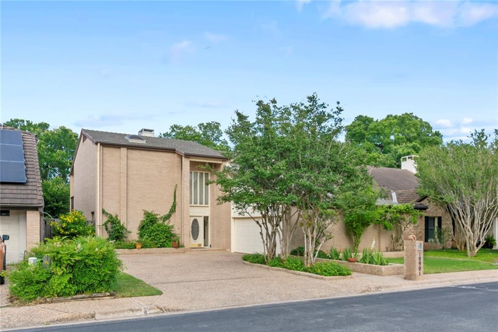 10901 Legends LN, Austin TX 78747 Property Photo - Austin, TX real estate listing