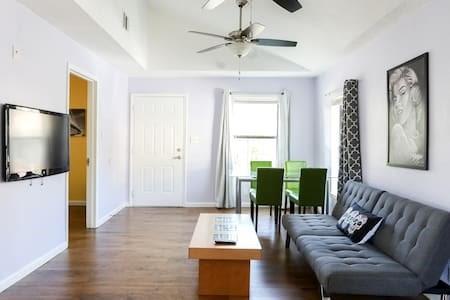 1107 Lincoln ST, Austin TX 78702 Property Photo - Austin, TX real estate listing