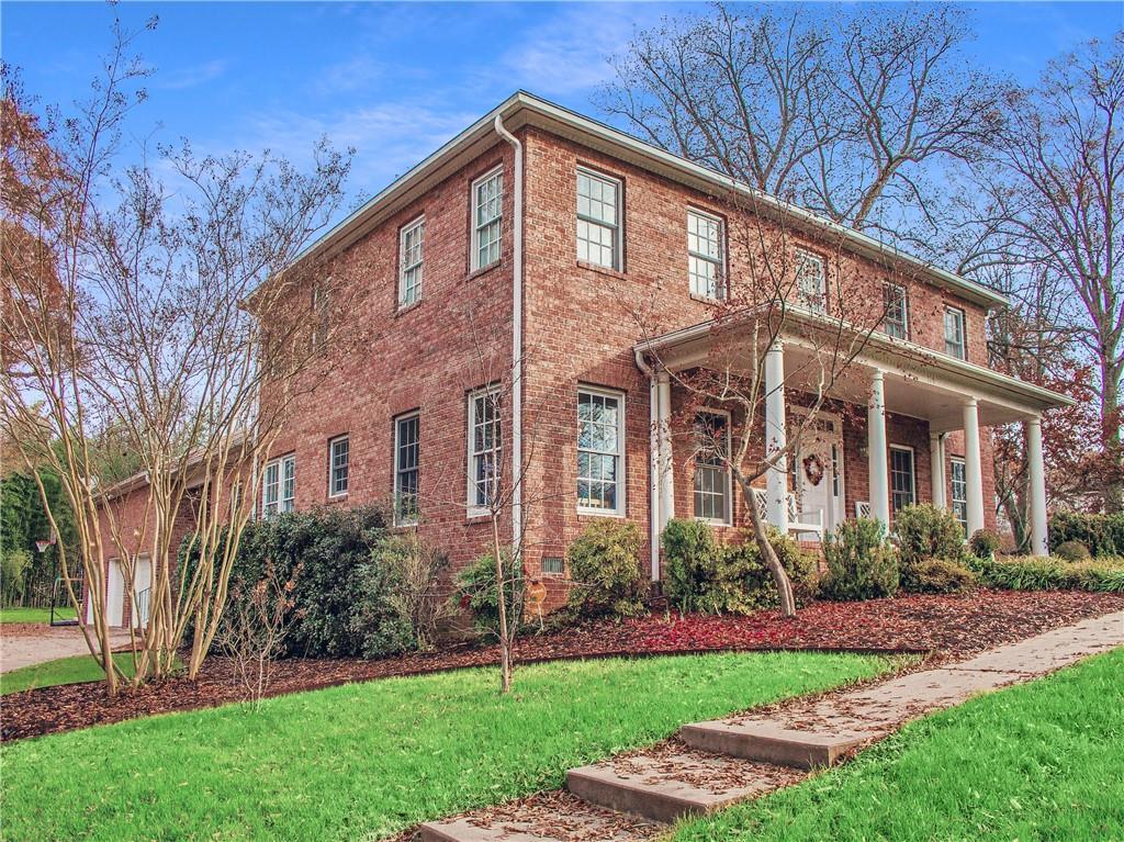 715 W Davis Street Property Photo