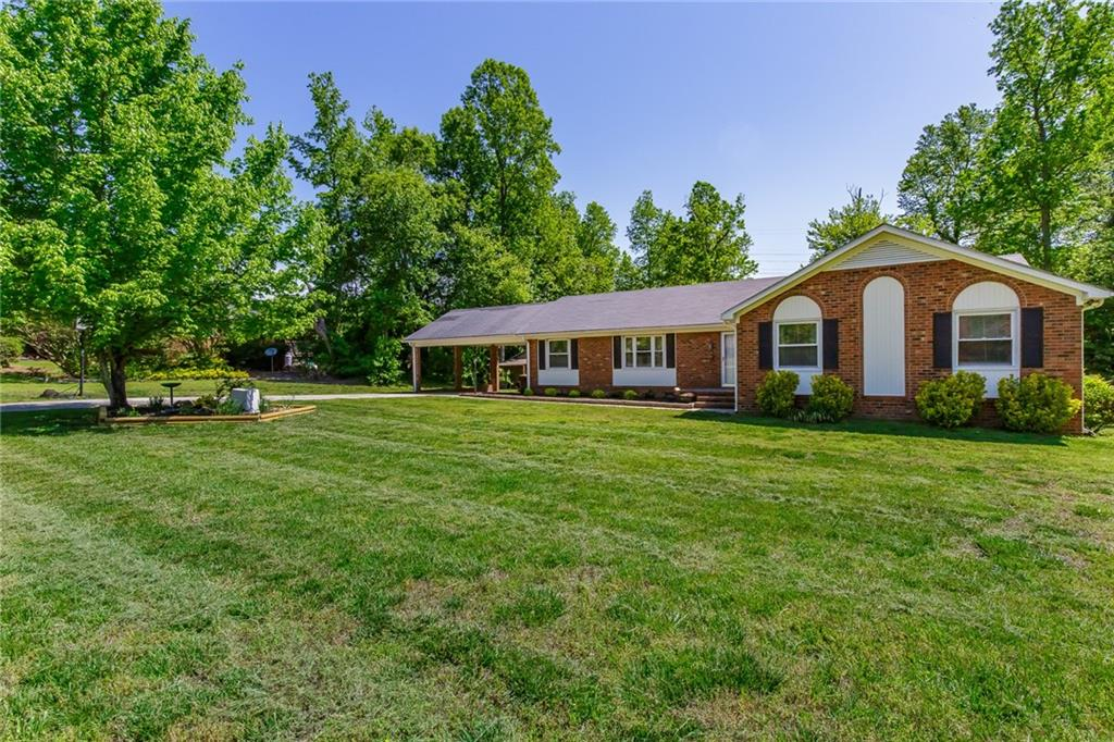 6203 Russwood Drive Property Photo - Pleasant Garden, NC real estate listing