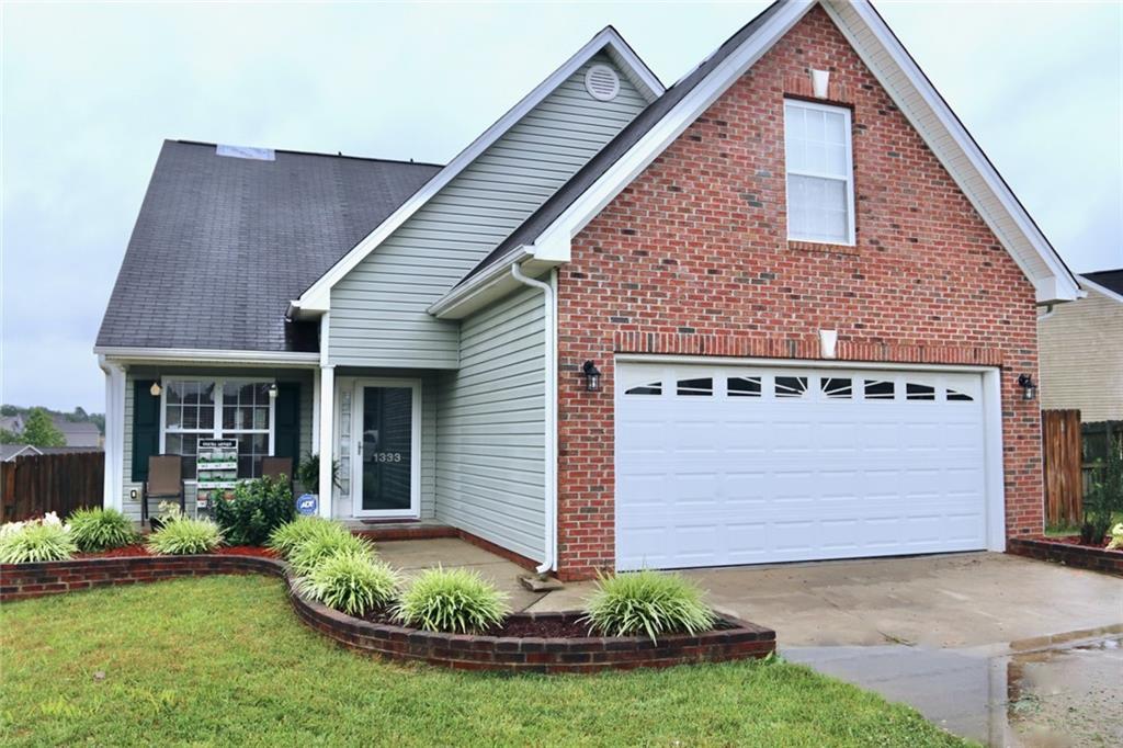 1333 Crossridge Drive Property Photo - Burlington, NC real estate listing