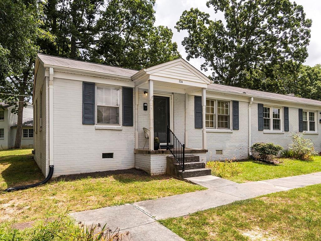 1700 Roslyn Drive Property Photo - Burlington, NC real estate listing