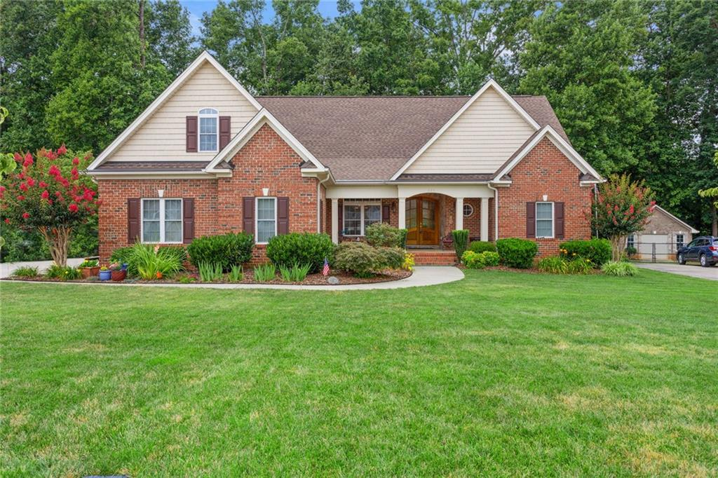 624 Carraway Drive Property Photo - Graham, NC real estate listing