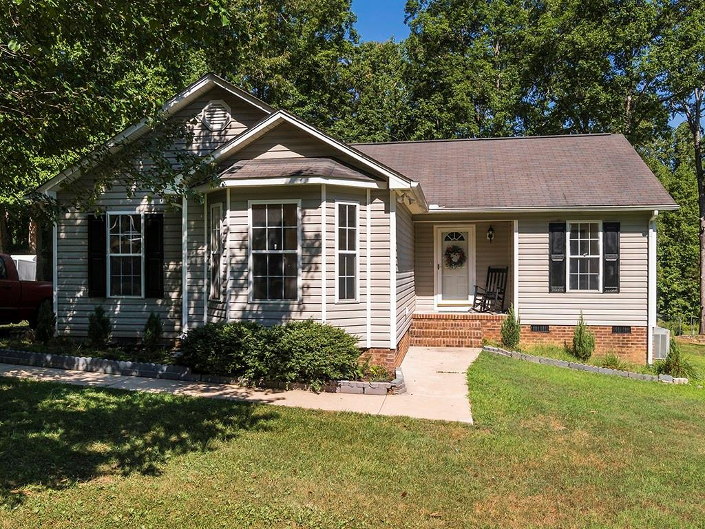 412 Spring Valley Drive Property Photo - Burlington, NC real estate listing