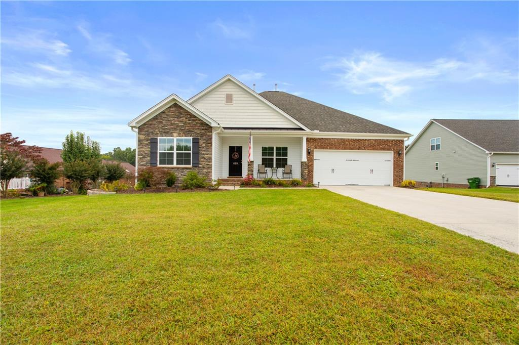 609 Grandview Drive Property Photo - Graham, NC real estate listing