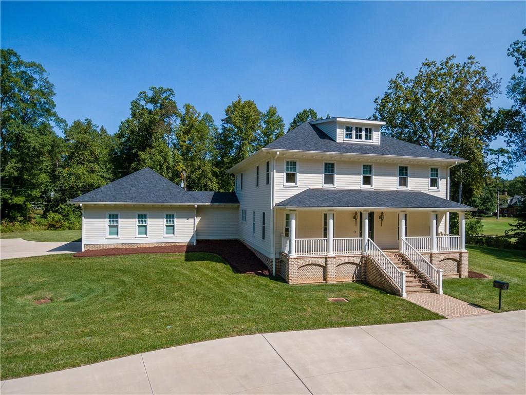 2404 Oakwood Drive Property Photo 1