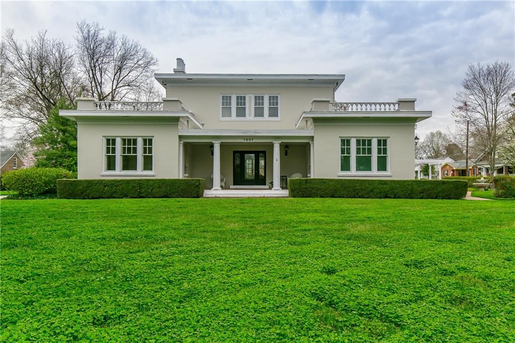 1007 W Davis Street Property Photo 1