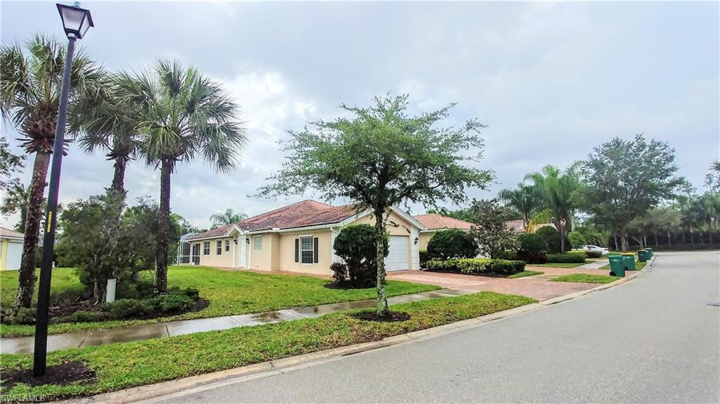 8232 Xenia Lane Property Photo - NAPLES, FL real estate listing