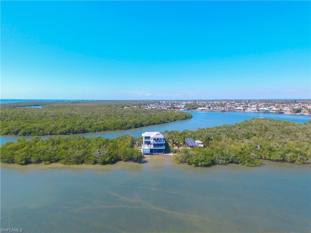1 Crescent Island Property Photo