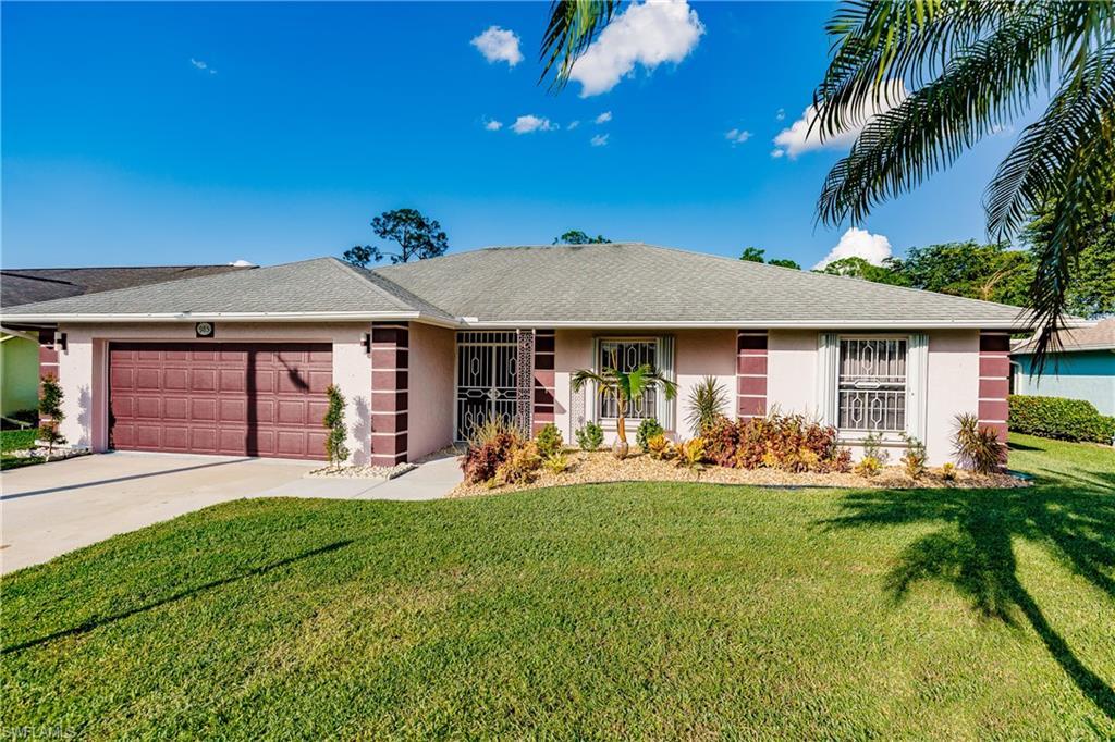 985 Charlemagne Boulevard Property Photo - NAPLES, FL real estate listing
