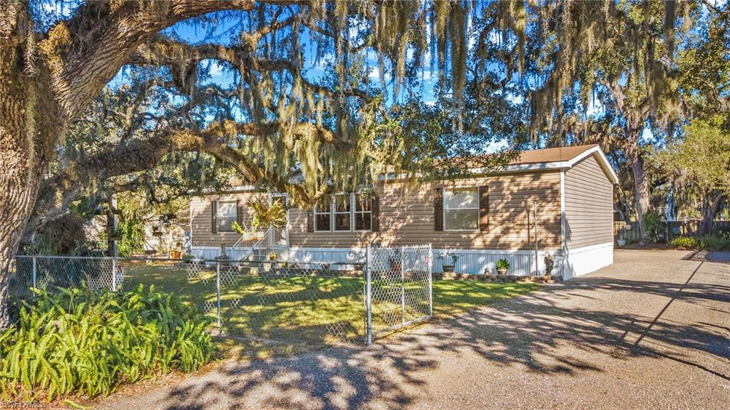 1080 Canopy Lane Property Photo - MOORE HAVEN, FL real estate listing
