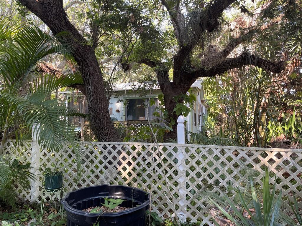 782 Oak Street Property Photo