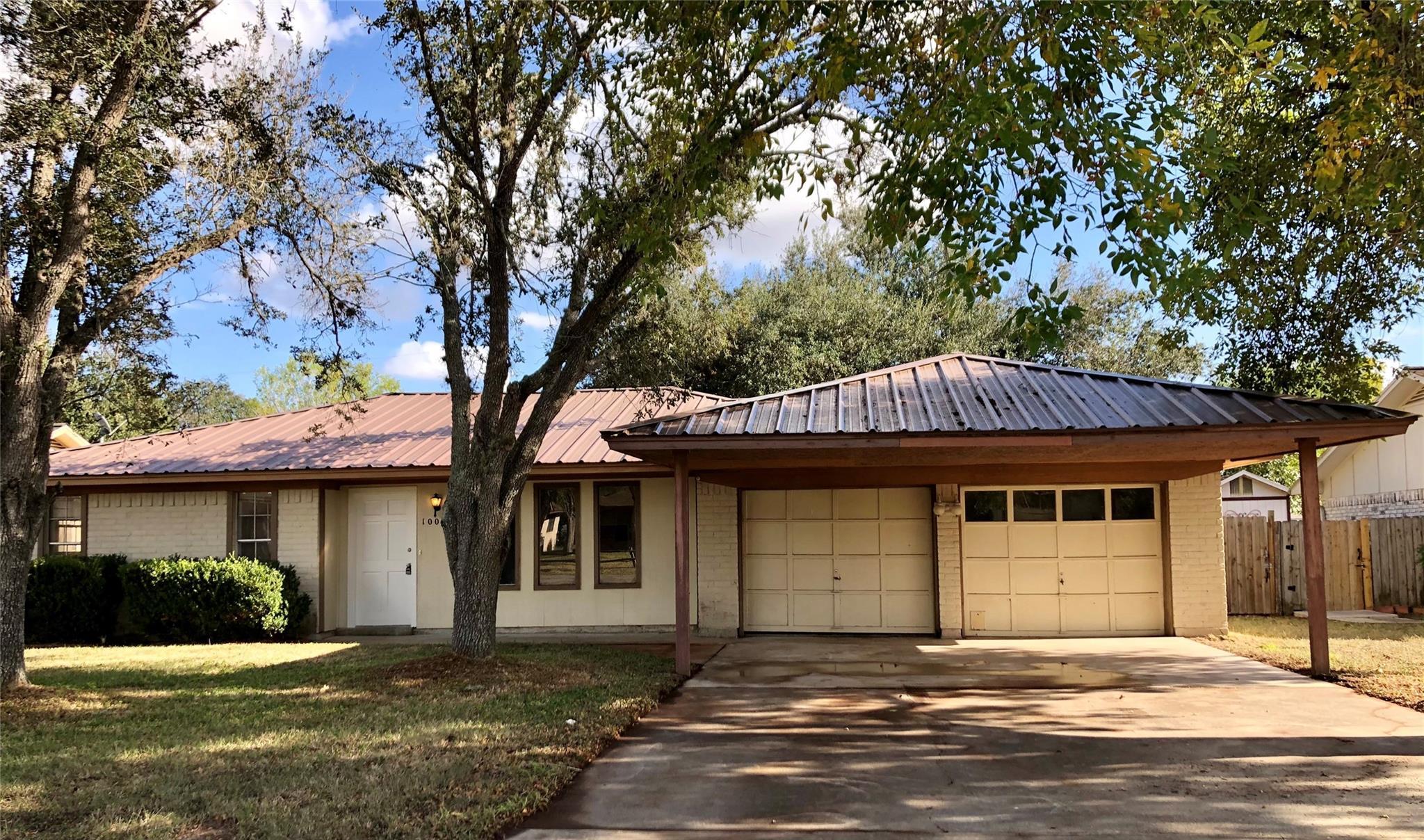 1004 McLane Street Property Photo - Victoria, TX real estate listing