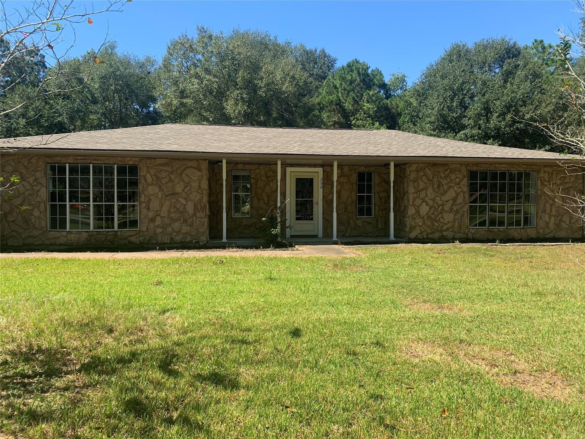 200 Post Oak Lane Property Photo
