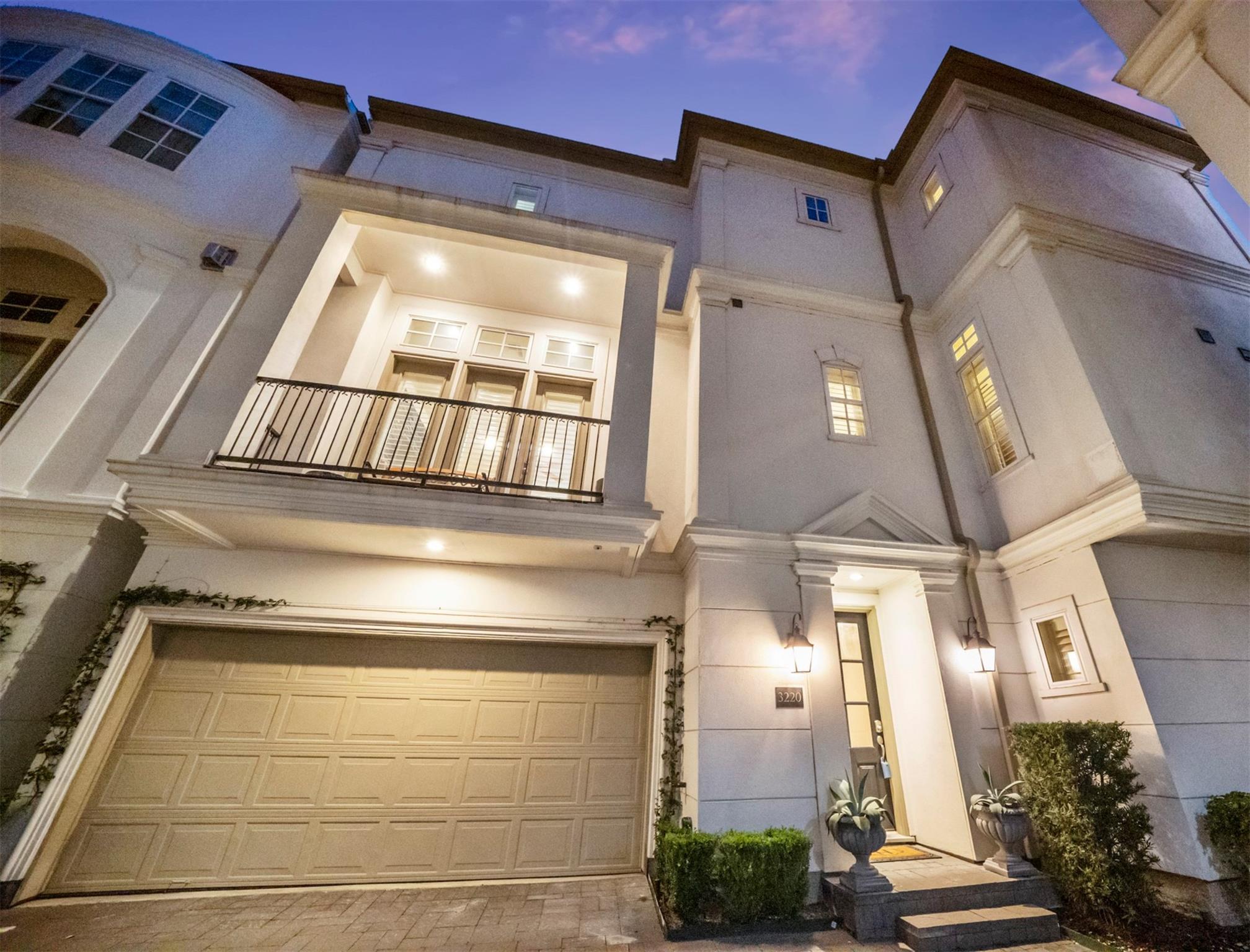 3220 Mckinney Street Property Photo - Houston, TX real estate listing