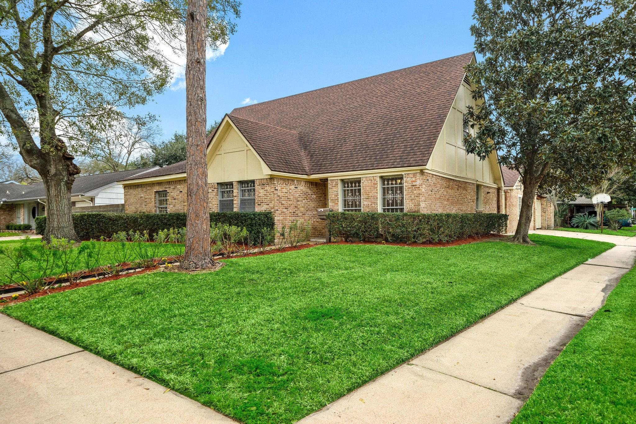 7202 Lugary Drive Property Photo - Houston, TX real estate listing