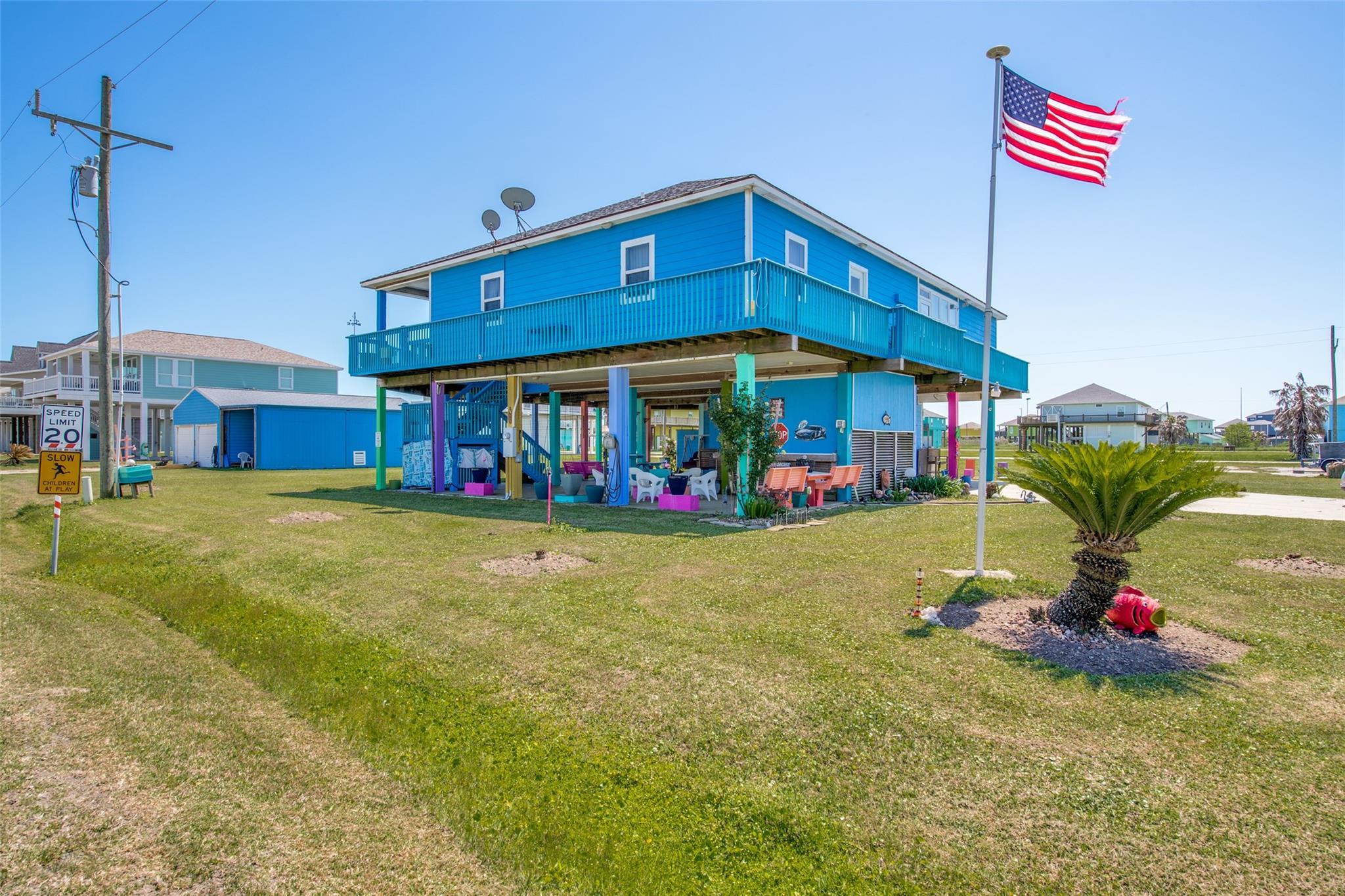 989 Crane Lane Property Photo - Crystal Beach, TX real estate listing
