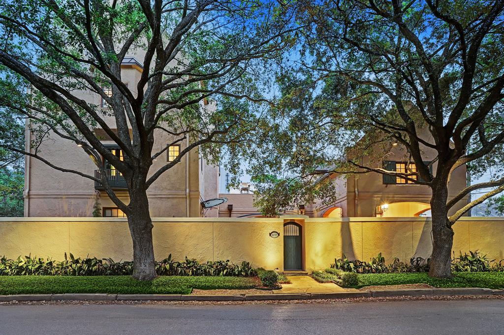 1657 Banks Street Property Photo - Houston, TX real estate listing