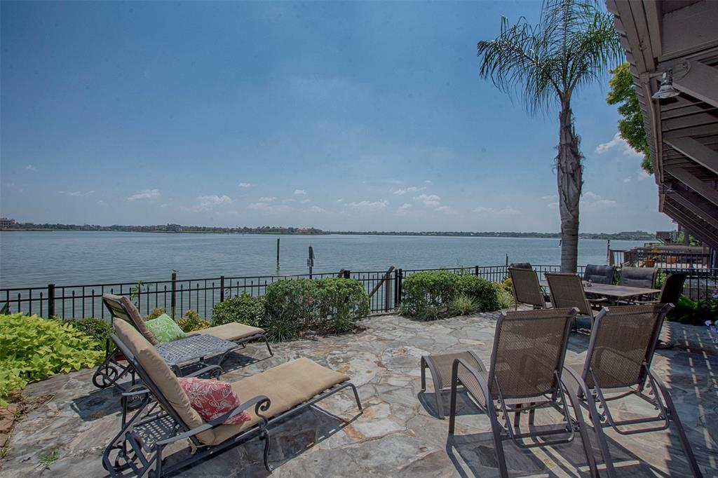 2806 Lighthouse Drive Property Photo - Nassau Bay, TX real estate listing