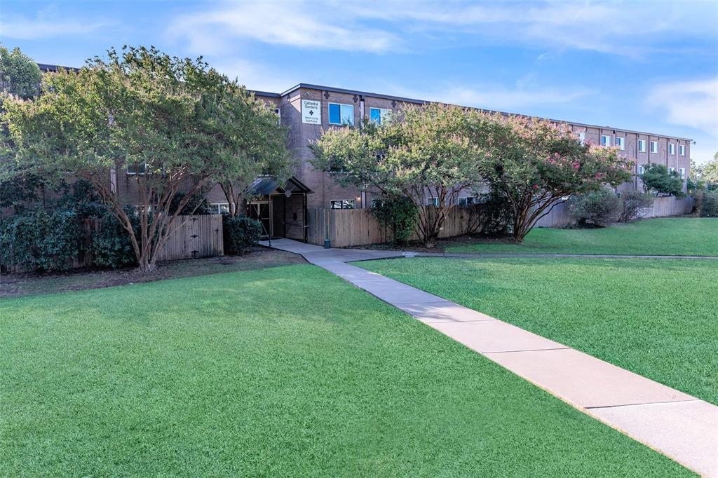1500 N Garrett Avenue Property Photo - Dallas, TX real estate listing