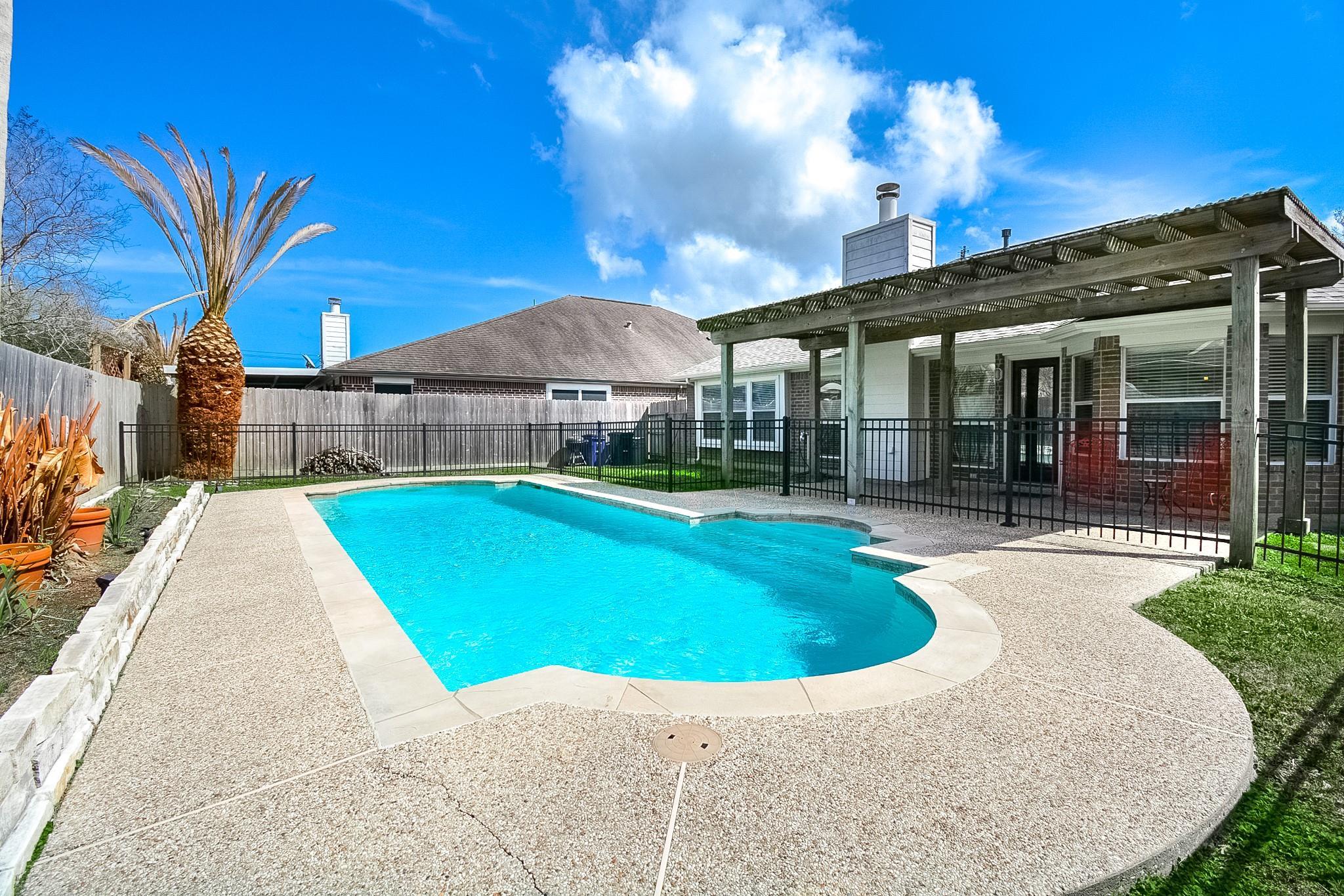 2104 Forest Glen Lane Property Photo - Kemah, TX real estate listing