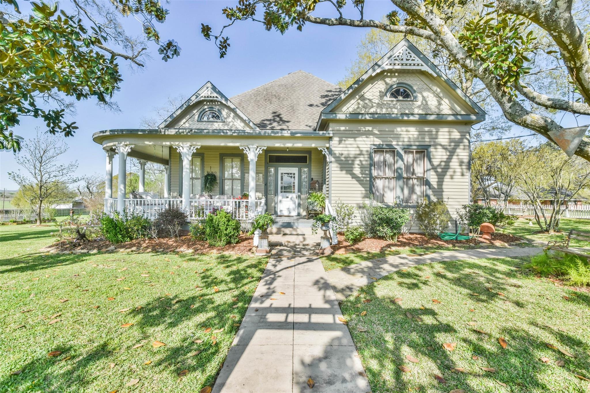 1034 S Tesch Street Property Photo