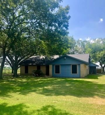 1901 County Road 152 Property Photo - Alvin, TX real estate listing