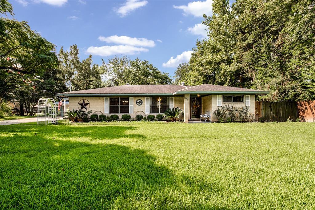 2326 Ladin Drive Property Photo - Houston, TX real estate listing